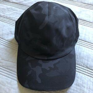 Womens Running Hat in Incognito Camo Multi Grey